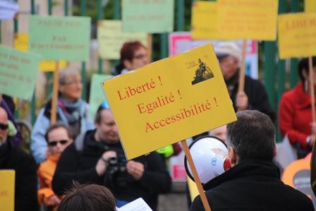 Manifestation du 13 mai 2014 contre les 10 ans des AD'AP