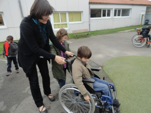 2012-11-09 sensibilisation Anngelmière 2 FR ext.JPG