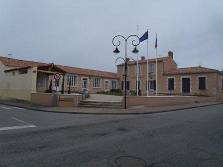 2014-03-30 moutiers les maufaits mairie web.jpg